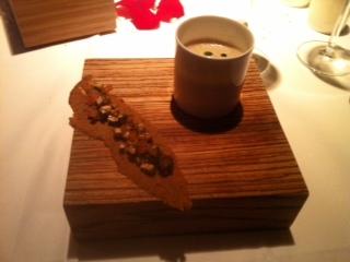 Amuse-Gueule: Pilzsüppchen mit Pilzbrot