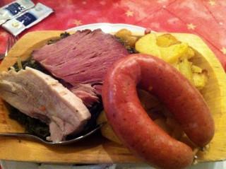 Braunkohl, Bregenwurst, Bauchfleisch, Kasseler, Bratkartoffeln
