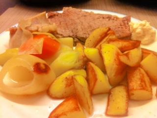 Tafelspitz, Bratkartoffeln, Gemüse und Meerrettich