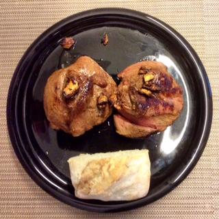 Mit frischem Ingwer gebratene Lammhüfte, Oliven-Kürbis Schrippe