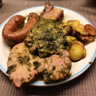 Grünkohl, Kasseler mit Filet, Bregenwurst, geräucherte Schweinebacke, Bratkartoffeln
