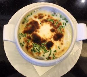 Gratinierte Schneckensuppe mit Knoblauch