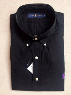 Schwarzes Langarmhemd mit Button-Down-Kragen